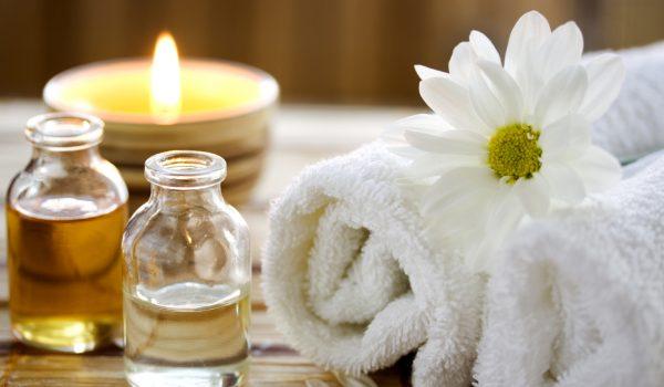 https://www.artofayurvedichealing.com/wp-content/uploads/2018/07/massage-therapy1-600x350.jpg